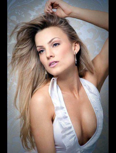 Michelly Bohnen de 22 anos é eleita Miss Santa Catarina 2011